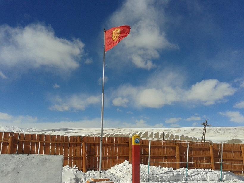 pogran_2014_02_11_vlast_kg_1_zastava_Karasay_imeni_gen-lieut_Dzhumabeka_Asankulova_sm
