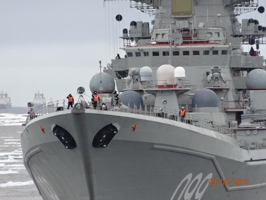 Sev_Fleet_2013_09_09_Matiesen_Vilkitski_11_watch_seamen_on_TARKR_Pyotr_Veliki_LJ_dmitry_v_ch_l