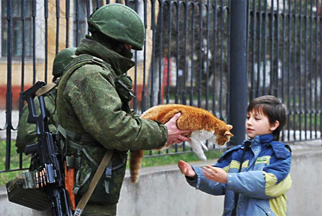 Euromaidan_2014_03_03_Ilya_Varlamov_LJ_zyalt_Perevalnoe_08_cat_Vezhliviy_military_http_avivas_ru