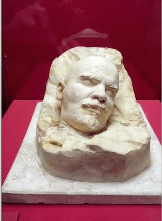 Lenin_Vladimir_Ilyich_1924_after-death_mask_by_sculptor_Merkurov