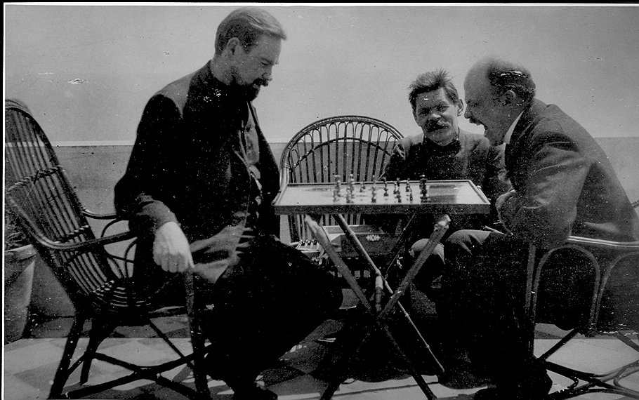 Lenin_chess_Bogdanov_Gorki_Lenin_on_Capri_1_RGAKFD_archive