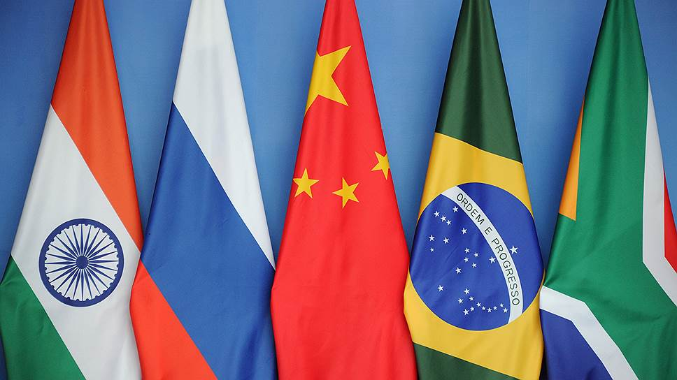 BRICS_2014_07_15_Brasil_0_flags_BRICS_Kommersant_Alexander_Miridonov