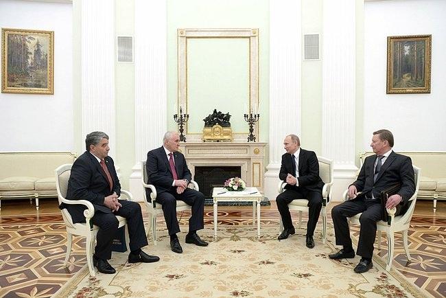 Putin_2015_03_18_Dogovor_o_soyuznichestve_03_Tibilov_Chochiev_Ivanov_AP_RF
