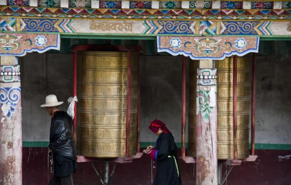 tagong-china-praying