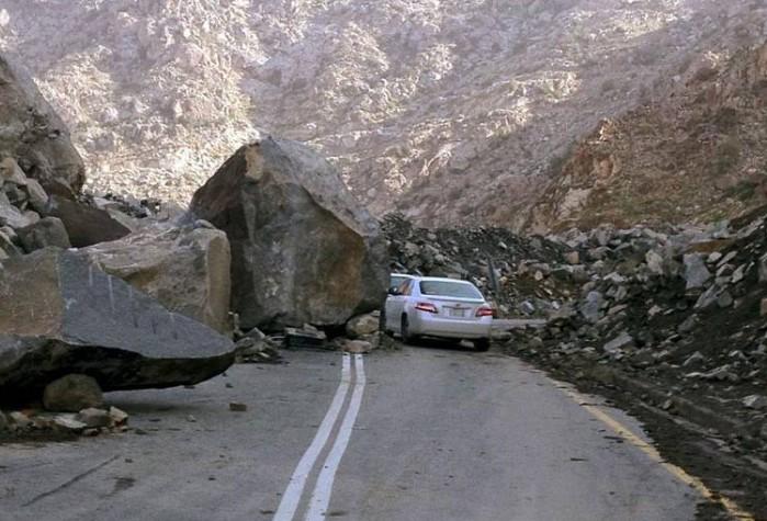 Округ Балджарши: Гражданская оборона перекрыла дорогу на Хузна по причине камнепада