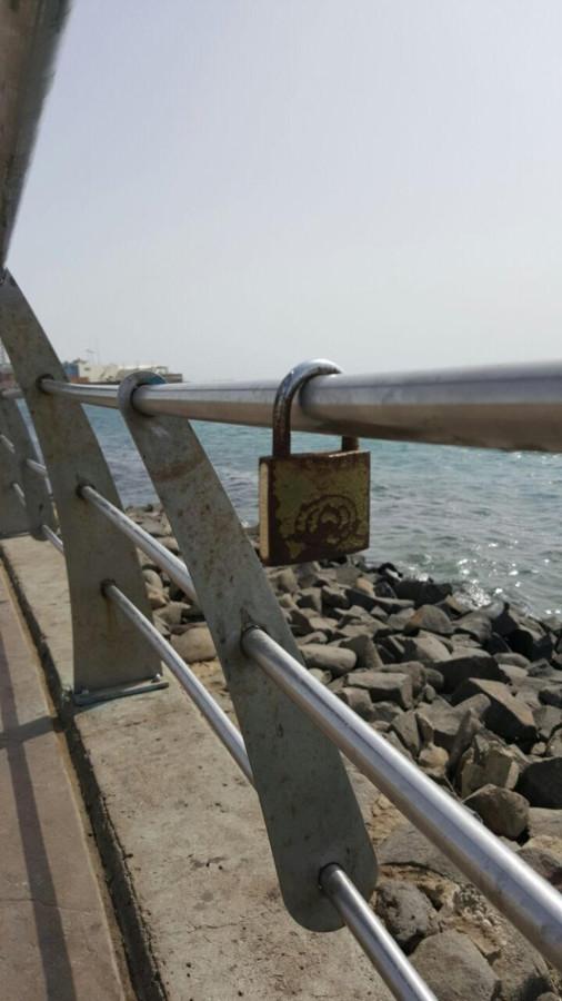 Силы безопасности удалили так называемые «замки любви» с перил набережной в Джидде