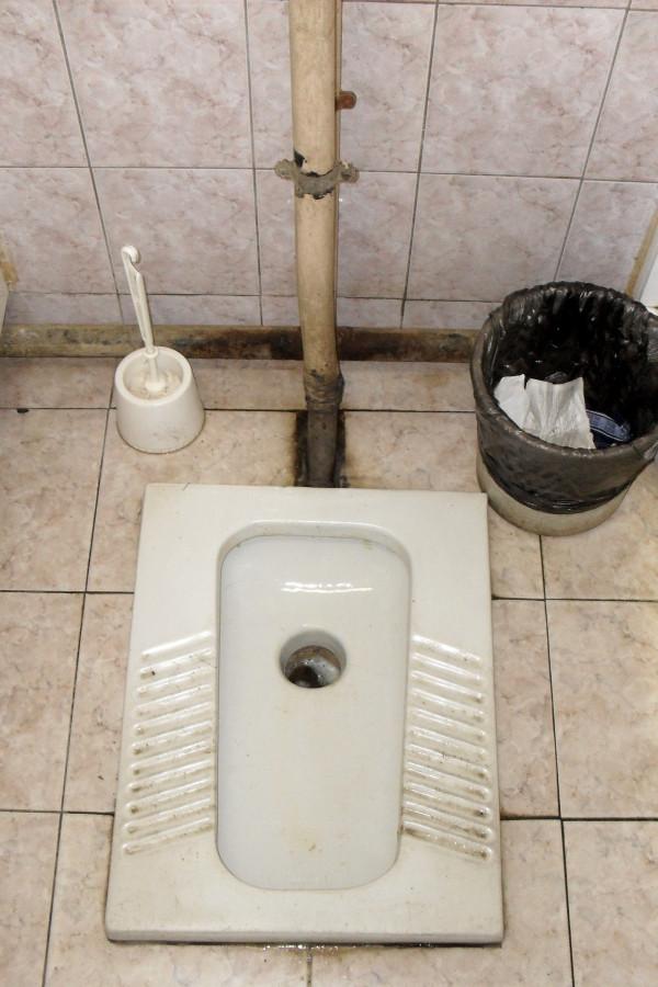 В туалет с дырка