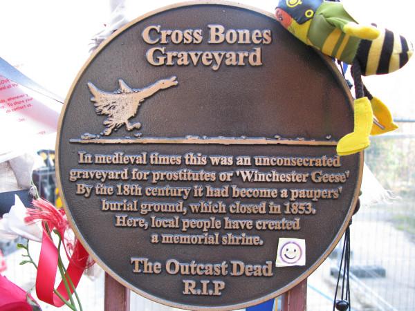 Cross_Bones_Graveyard-0052
