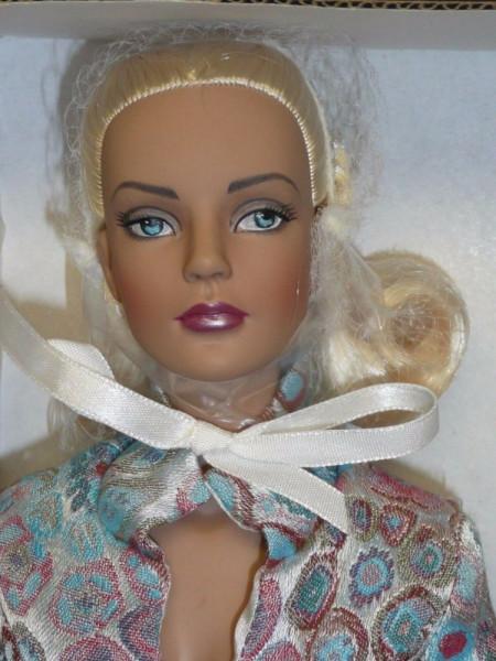 kukla-tonner-tyler-ice-blue-or-jet-blue-sydney-blonde-fashion-doll-tonner-tajler-goluboj-ljod-blondinka-iz-sidneja-2