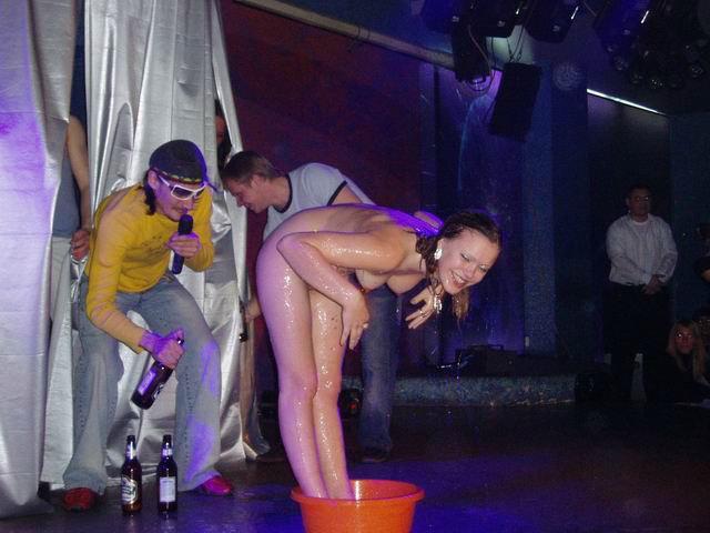 amerikanskie-porno-zvezdi-namazivayut-sebya-maslom-smotret