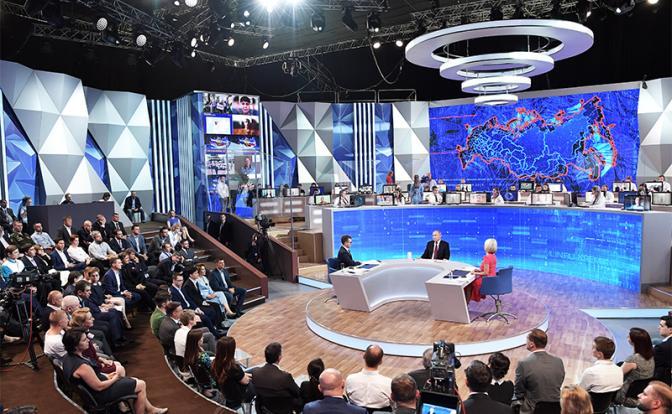 На фото: прямая линия с президентом РФ Владимиром Путины (Фото: Алексей Никольский/ТАСС)