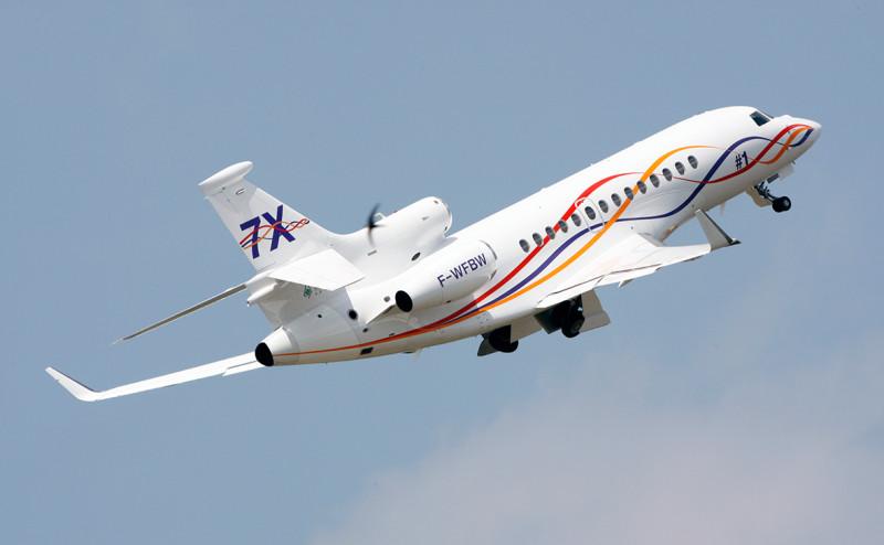 Федеральное медико-биологическое агентство выбрало в качестве самолета санитарной авиации французский Falcon 7X. Он предпочтительнее SSJ100, указала министр здравоохранения, так как дешевле и больше подходит по характеристикам