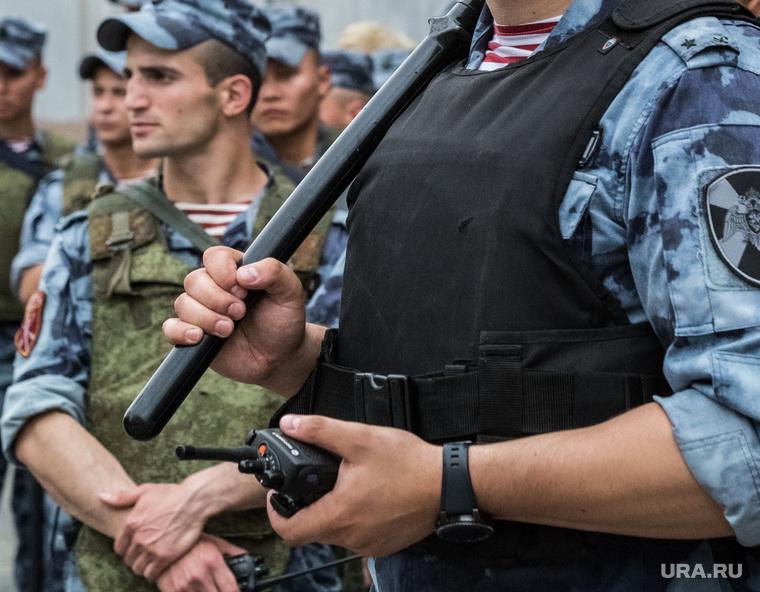 В бронежилетах сотрудники ФСБ прятали награбленные миллионы Фото: Софья Сандурская © URA.RU