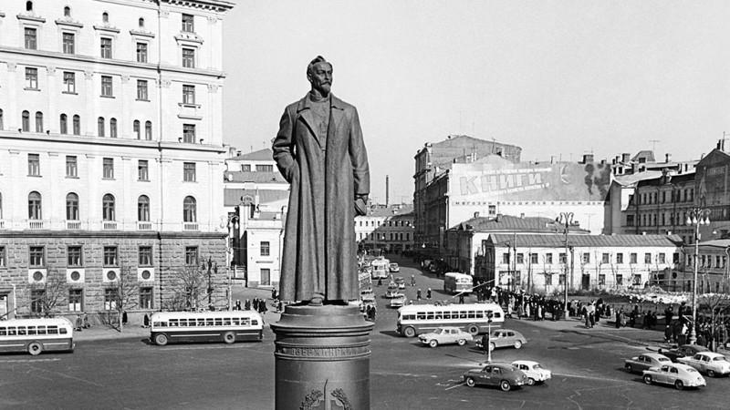 Ф.Э. Дзержинский. Памятник на Лубянской площади.