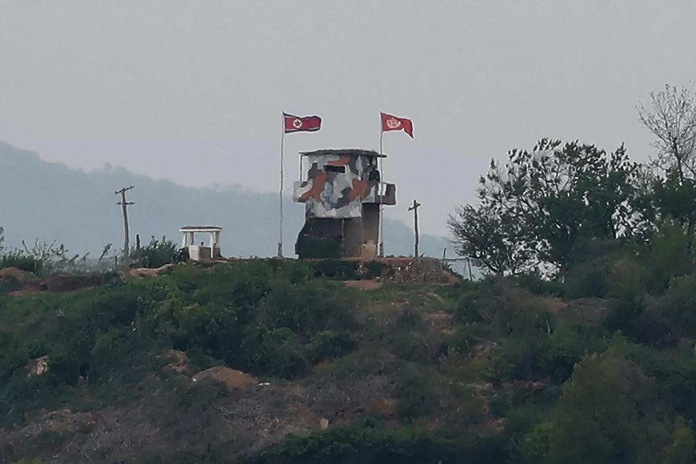 © AP Photo / Ahn Young-joon            Ситуация на границе Северной и Южной Кореи. Архивное фото