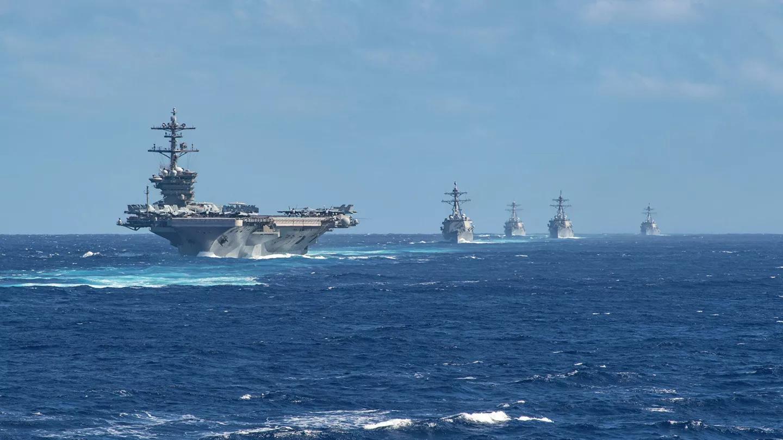 Авианосная ударная группа ВМС США во главе с атомным авианосцем Theodore Roosevelt в Тихом океане