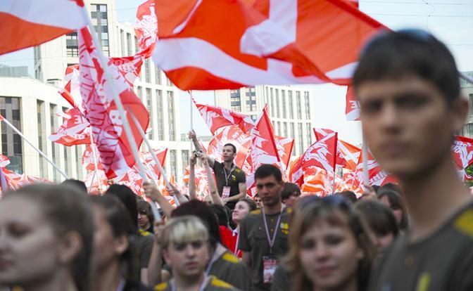На фото: акция движения «Наши». (Фото: Максим Шеметов/ТАСС)