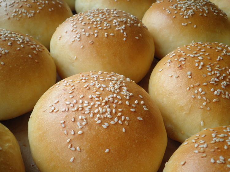 Полуфабрикаты маленьких хлебных булочек