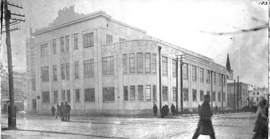 Бывшая церковь на углу Фрунзе и Некрасовской реконструирована и занята под клуб швейников