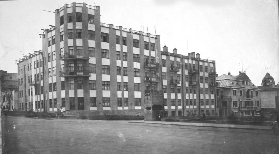 Жилой дом крайисполкома на углу фрунзе и рабочей построен после октябрьской революции copy