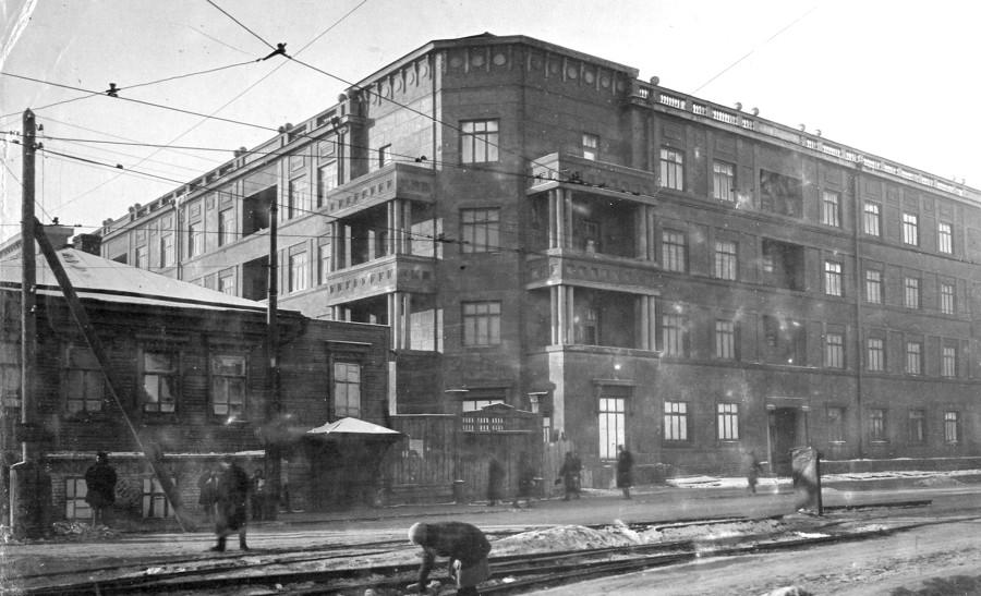 Жилой дом управления Жел.Дороги построенный в 1936г