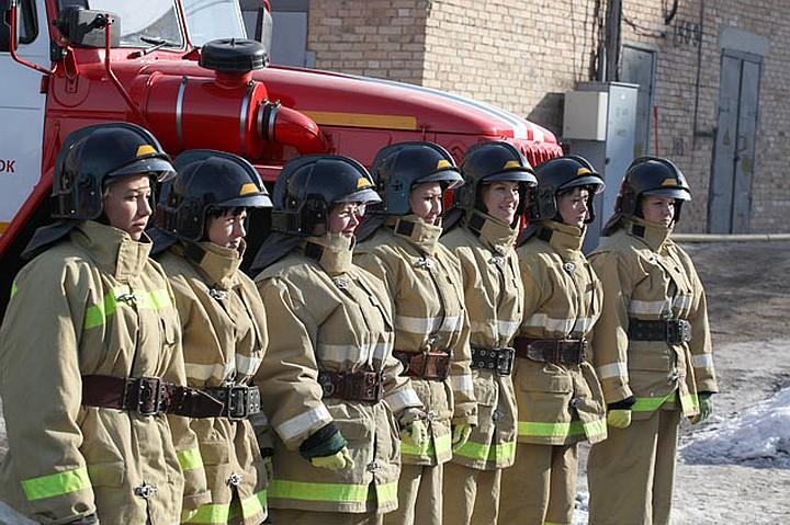 """Девушки-пожарные. Фото: """"Комсомольская правда"""""""