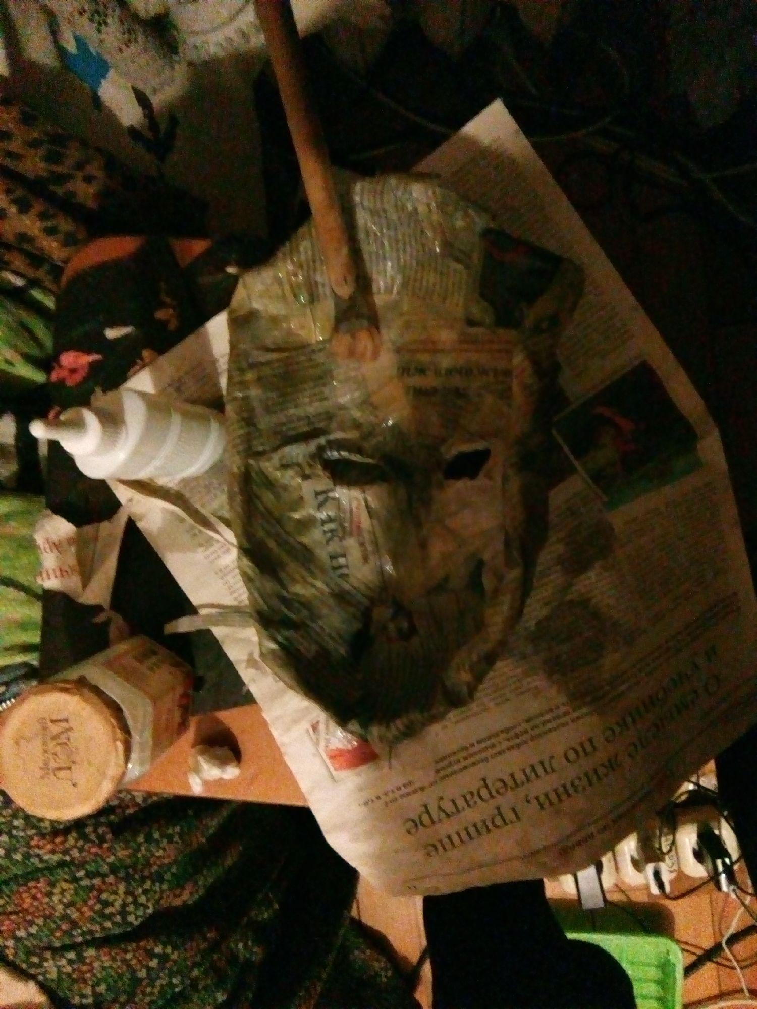 Проклеивание газетами. Изнаночная сторона. Фото: ©SoLutova