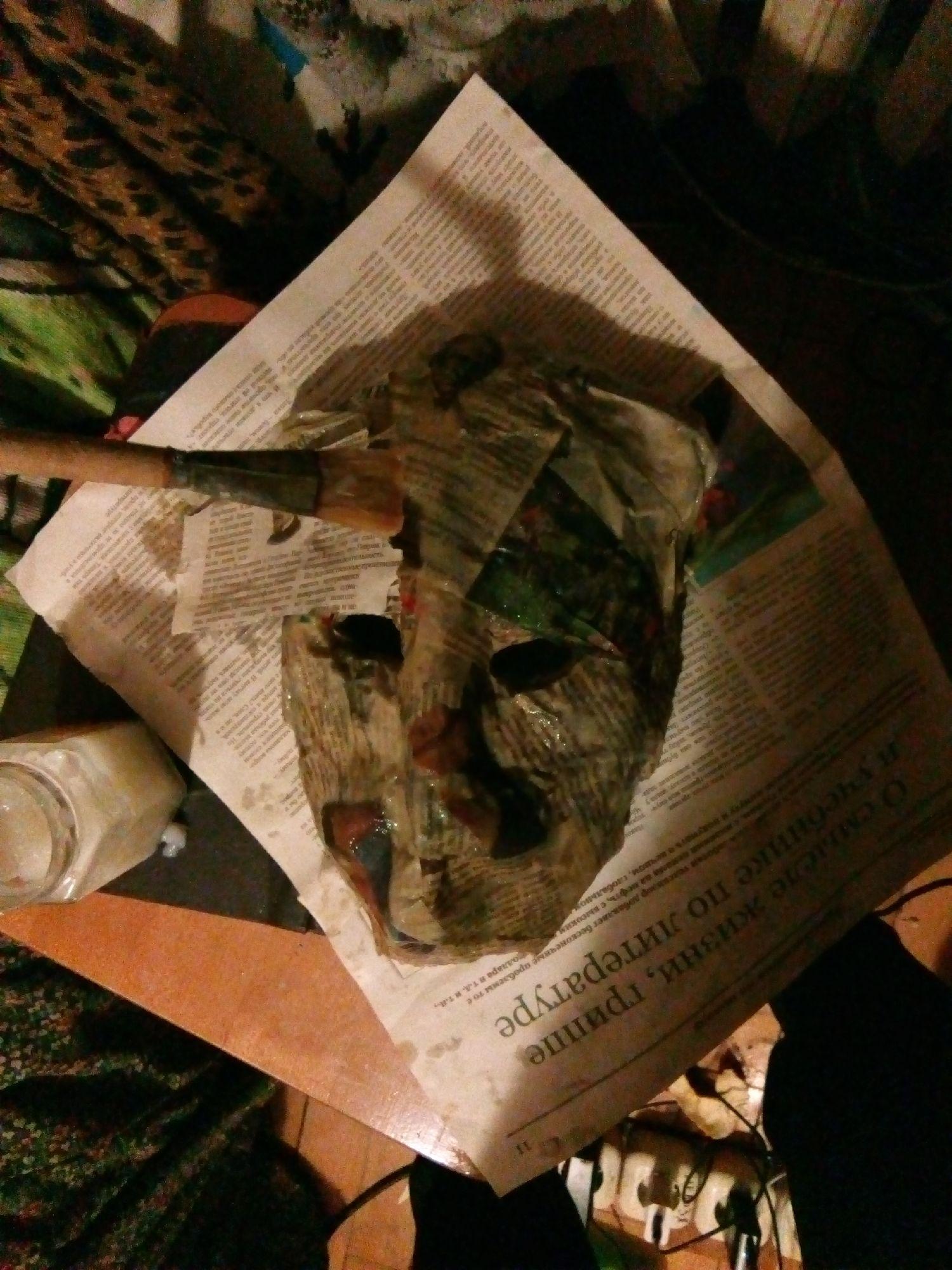 Проклеивание газетами. Лицевая сторона. Фото: ©SoLutova