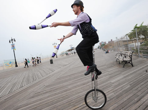 kyle-peterson-26-shows-off-some-of-his-tricks-in-coney-island-cops-werent-so-appreciative-when-he-rode-his-unicycle-on-a-sidewalk1
