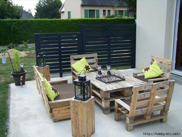 104481660_large_patiofurnituremadefromoldpallets
