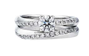 Обручальное кольцо обычно стоит дешевле помолвочного, потому что чаще всего  не подразумевает бриллиантов или по крайней мере крупных бриллиантов, ... 31039e0689f