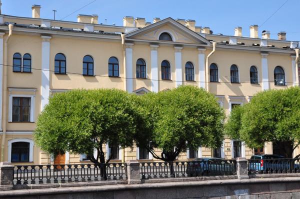 Грибоедова наб.к., 105 Театральная пл., 4