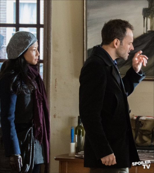Elementary-Episode-1.14-The-Deductionist-Promotional-Photos-5_595_SpoilerTV-Watermark-Large