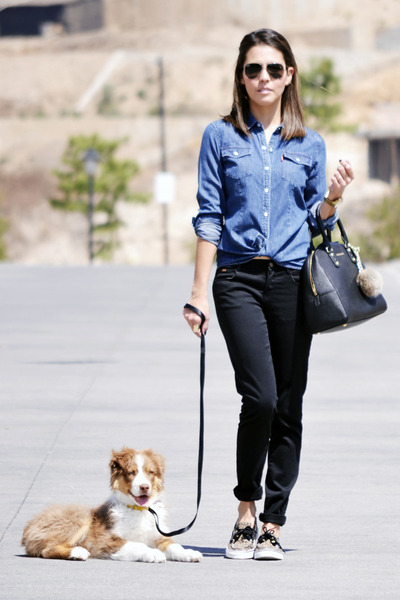 blue-levis-shirt-black-zara-pants-light-brown-sperry-top-siders-flats_400