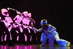 la-la-et-pink-robots-review.01.jpg-20121119