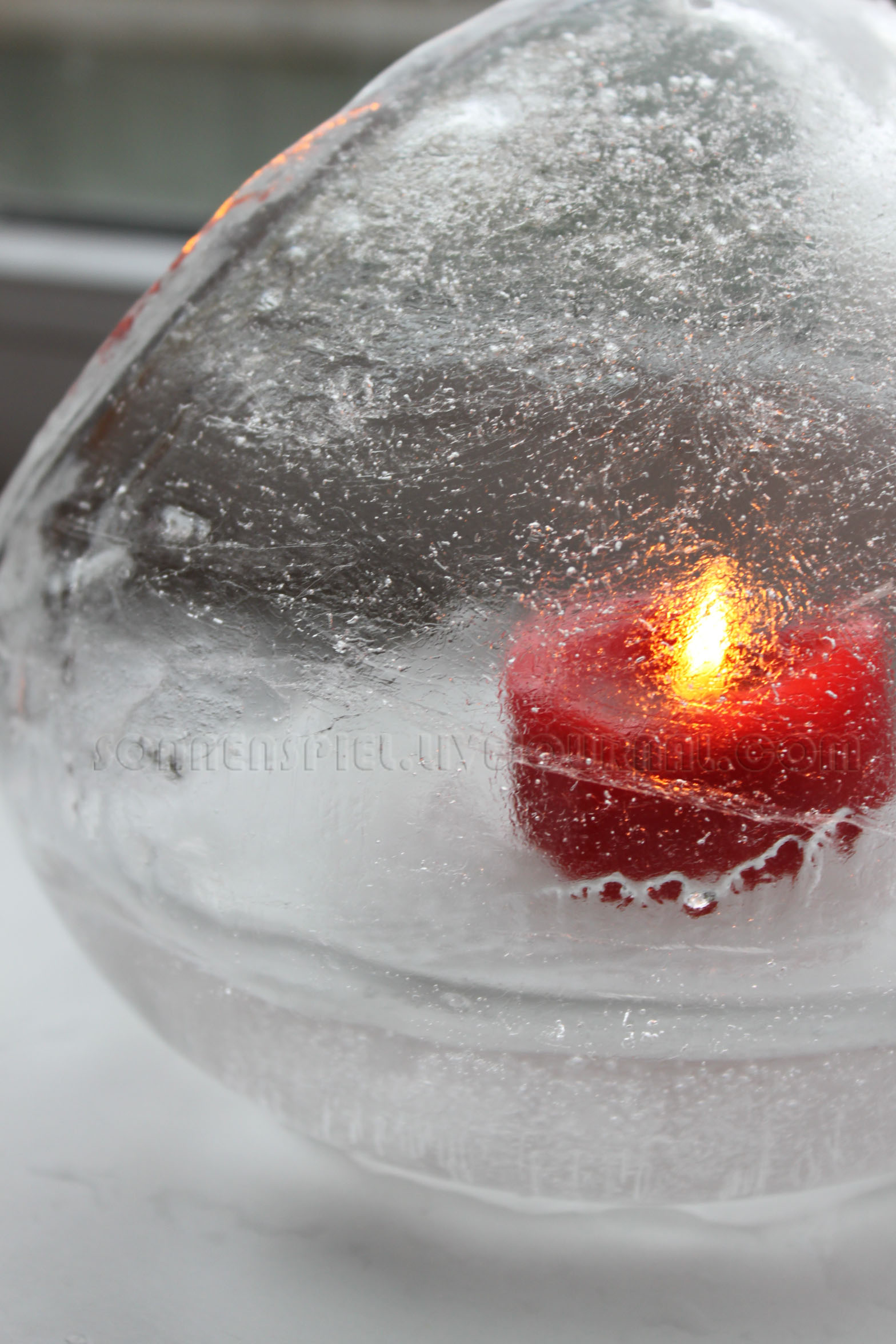круглый  подсвечник  из  льда