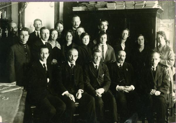 лаборатория А.А.Ячевского на Английском проспекте, 29. 1925г. З Демидова - в центре, во втором ряду