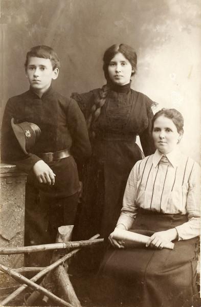 Александр, Зинаида и Анастасия Спиридоновна Демидовы - Пермь,1912 -1914г.г.