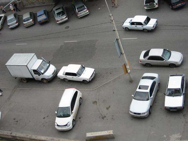 через две минуты стояли новые авто