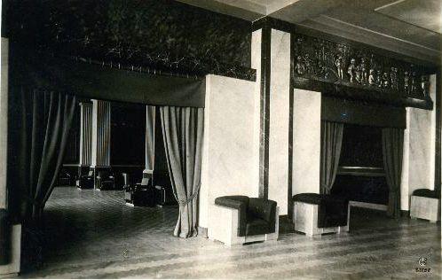 Театр им. максима Горьког. Вид из фойе диванной комнаты