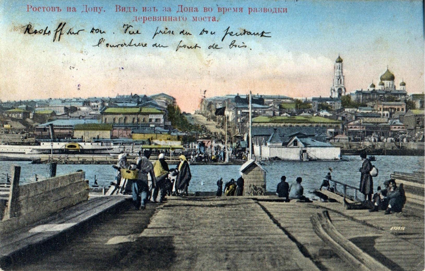 Вид из за Дона во время разводки деревянного моста
