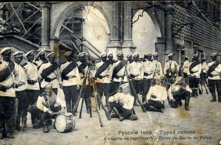 Русские типы. Солдаты на гауптвахте