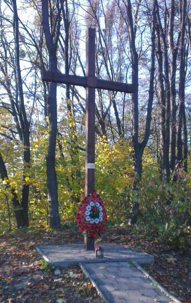 Хрест загиблим у Шталаг-328