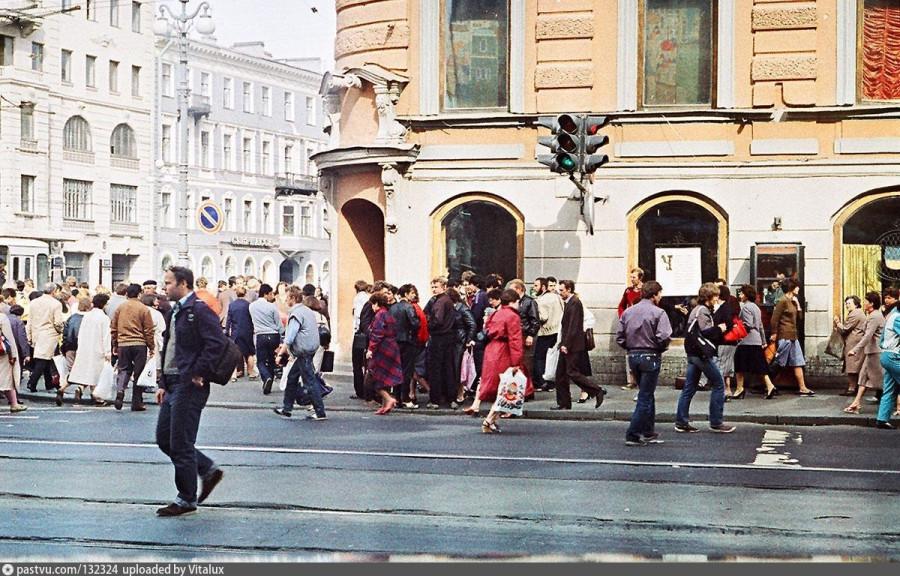 День пятнадцатый. Санкт-Петербург. «Стоя у Сайгона, я гляжу на небо».