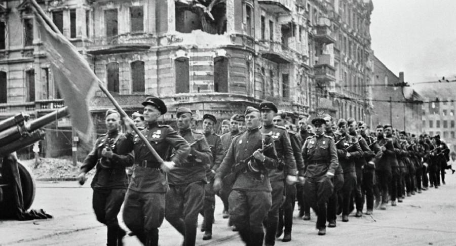 День Советской армии и Военно-Морского флота.
