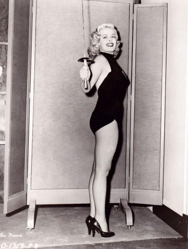 Немного секса от актрис из прошлого века.