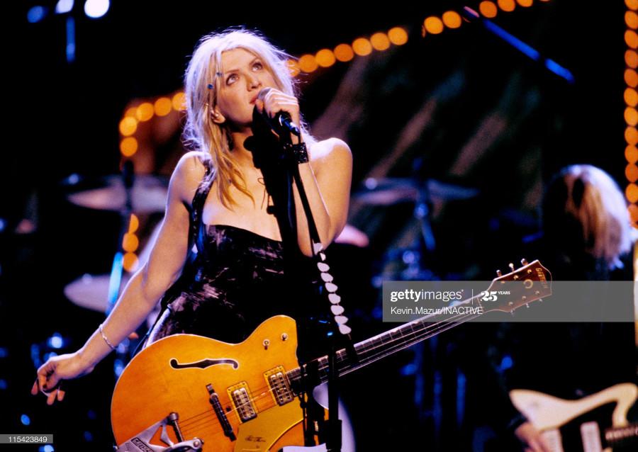 С днём рождения Courtney Love!