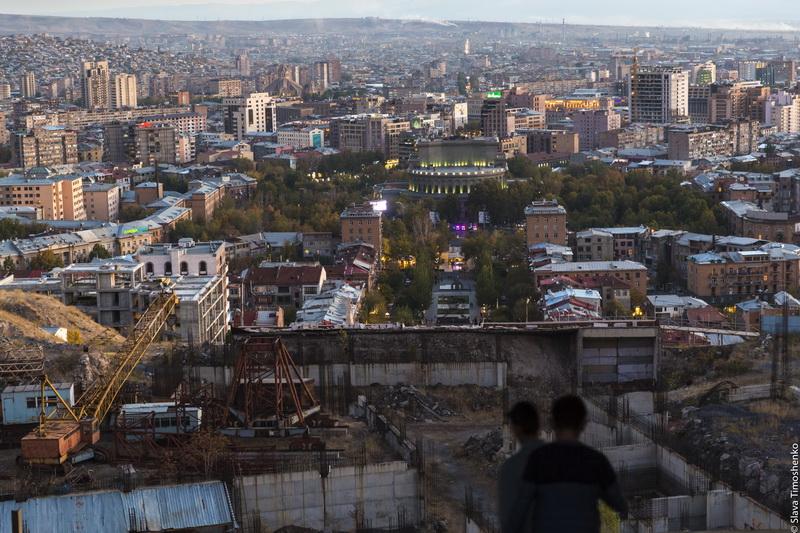 От каскада современного искусства до целующихся домов или прогулки по Еревану -