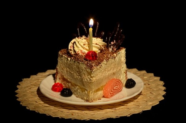 chocolate--cake-with-whipped-cream--piece-of-cake--candle_3107850