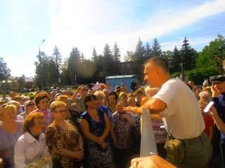 Глава Клинского района Александр Постригань, пытаясь сорвать встречу члена Общественной палаты Сергея Симака с населением, которая проходила в городе Высоковск 25 июля